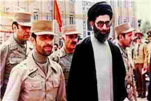 صياد شيرازي در كنار رهبري